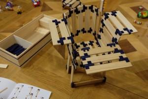 Pour finir ce petit descriptif de quelques réalisations faites lors de la première séance collective de TomTecT, je vous laisse admirer la chaise originale que Tristan a réussi à assembler.