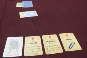 Malgré l'apparition au fond de la colombe de la paix, la guerre n'est pas encore gagnée : il nous reste pas mal de cartes en main et l'un d'entre nous s'est replié avec une carte. Et puis... ne nous voilons pas la face, avec autant de traumatismes sur la table, on a tout à craindre, encore, de l'issue de cette satanée guerre...