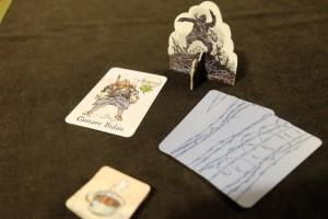 Comme les autres fois, je prends le poilu Gustave Bidau, et, en tant que chef de la mission initiale, j'opte pour une mission de grande ampleur dès le départ avec 3 cartes remises à chaque joueur...