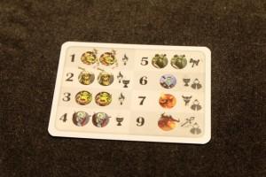 Le set de cartes de monstres, susceptibles de peupler le donjon, contient des bébêtes de puissance 1 à 9, avec deux cartes des 5 plus faibles et une des 3 plus fortes (sachant qu'il n'y en a aucun de valeur 8)...