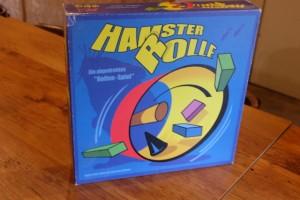 Dans la même série que le très apprécié par chez nous Bamboleo, cet Hamster Rolle sera donc le jeu stupide du week-end... Rien qu'à l'illustration de la boîte, vous devriez deviner le principe du jeu...