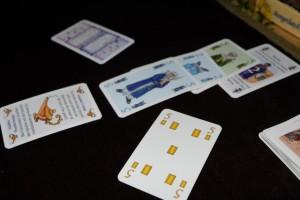 Je m'adjuge le dernier objet magique en défaussant un objet de valeur 5, alors que j'avais 10 en stock mais que Tristan a divisé par 2 la valeur des cartes. Pas très drôle gamin : de quoi te mêles-tu ?