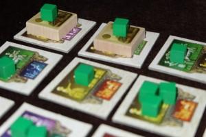 Dans la variante pour 2 joueurs, il n'y a que 4 ziggurats à construire : et bien voilà les deux premières, sachant que je les ai, évidemment, construites dans le même tour ! Il est très dommage de passer deux tours pour cela... ;-)