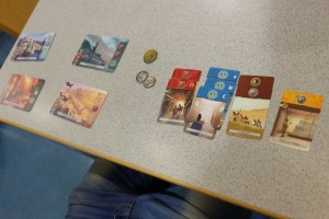 Voici la situation de mon gone en fin de premier âge : aucune merveille construite mais une main-mise non négligeable sur les cartes bleues...