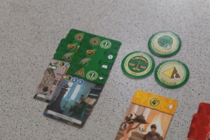 Oulhala, ça commence à piquer pour Tristan : j'ai collecté 5 symboles verts différents et, à ma prochaine construction de merveille, je pourrai rejouer. L'architecture de la troisième pyramide aura donc toute son importance pour que je récupère, ou pas, le 6ème symbole fatidique...