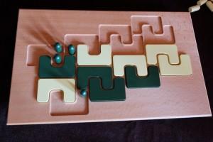 C'est un jeu de course, hein, sachez-le... Et là, du coup, je vais pouvoir m'adjuger la dernière zone à gauche qui me manquait pour gagner...