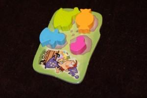 Le magnifique étalage de Leila : 4 objets différents et de couleur différente, c'est gagné !
