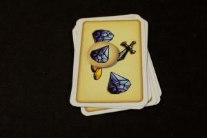 A cet instant-là, convaincu qu'il y a vraiment beaucoup de diamants dans la pile, je me décide à placer le jeton diamant sur la pile et à me l'adjuger. Tristan va jouer tout seul jusqu'à ce qu'il décide, lui aussi, de miser sur une autre pile...