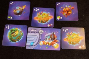 Voici donc les cinq cartes amassées par ma fille, avec deux cartes de valeur 4 et une de valeur 3, ce qui limite tout suspense ;-)