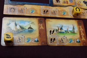J'ai mis du temps à récupérer mes premières cartes d'indiens, mais les deux ci-dessus me paraissent plutôt pas mal : je vais avoir beaucoup de latitude dans mes choix futurs et je compte bien réussir plusieurs fois la passe de deux cartes d'itinéraire dans le même tour...