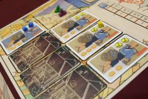 Là, je fais couiner mes petits camarades : je vends 2 cubes bleus pour 8 ryo et 1 palourde pour 3 ! Merci le spéculateur encore une fois ! Mais pourquoi les autres joueurs ne l'ont-ils pas plus pris ?