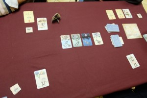 La première mission est un succès, assez facile, même si j'ai dû conserver deux cartes en main. Yohel, en tant que chef de mission, avait quand même tablé sur une mission à 3 cartes chacun...