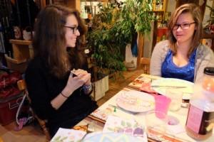 Les deux copines, Maitena et Mathilde, essaient aussi de se faire croire des choses. Qui sera la plus convaincante des deux ?