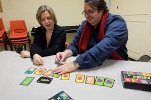 Oui, c'est un jeu où ça rigole, surtout quand on fait inverser le sens du jeu ou qu'on intercale, au bon moment, une carte salvatrice...