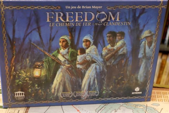 """Le look de la boîte de Freedom Le Chemin de Fer Clandestin me donne vraiment envie de rentrer dans ce jeu. Je dis """"rentrer"""" volontairement, tant j'en attends une immersion très forte..."""