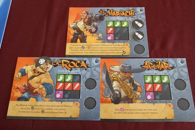 Et voici nos trois membres de l'équipe orange, que j'incarne avec Tristan : on voit bien que certains pouvoirs peuvent se compléter. A noter que chaque personnage dispose de trois caractéristiques : le déplacement (de 1 à 3), le combat (de 1 à 3) et la fouille (de 1 ou 2). A celles-ci on pourra ajouter des jetons collectés sur l'île (sauf pour la fouille). Ça sen bon comme jeu...