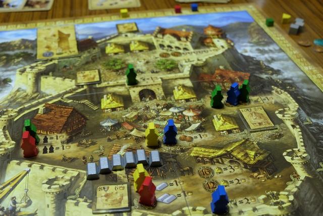 Et voici les fameux meeples placés avec un total de deux unités pour Bertrand, trois pour Alendar, deux pour Tristan et quatre pour moi...