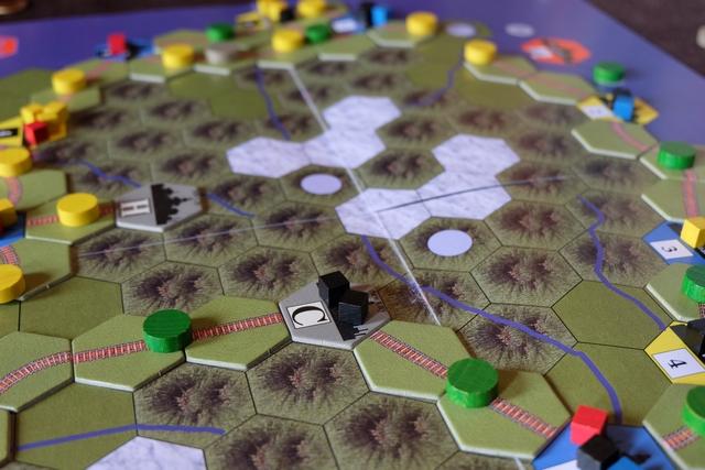 Bon, et bien sans surprise j'urbanise avec la ville C. Cela a aussi pour effet que Tristan n'a pas pu prendre l'action d'Urbanization qu'il visait pour le nord de la carte...