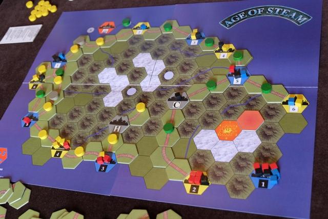 Vue générale en fin de cinquième tour, avec un choix finalement temporaire de Tristan au nord : il a relié ses deux tronçons jaunes en attendant de pouvoir urbaniser...
