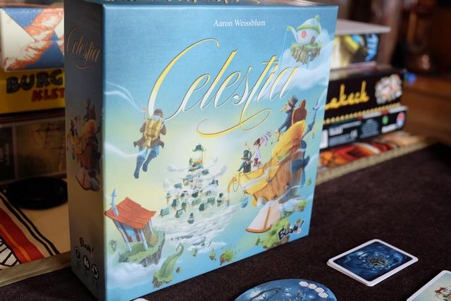 Celestia est un jeu féérique, dans lequel on va faire des voyages dans les nuages pour ramasser des trésors censés se trouver dans ces cités imaginaires lointaines...