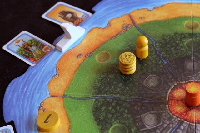 Voici donc le résultat de cette résolution, avec une statue en forêt pour Tristan (le chamane jaune est là, par hasard, avec le bateau). Ensuite, on replace deux cartes en bordure du secteur.
