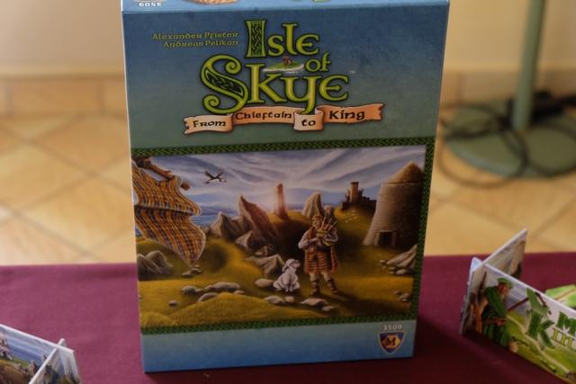 Après ma deuxième partie de Via Nebula, voici ma deuxième partie de Isle of Skye, un jeu qui était clairement passé inaperçu lors de sa sortie à Essen 2015 et qui est bien tendu lorsqu'on y joue...