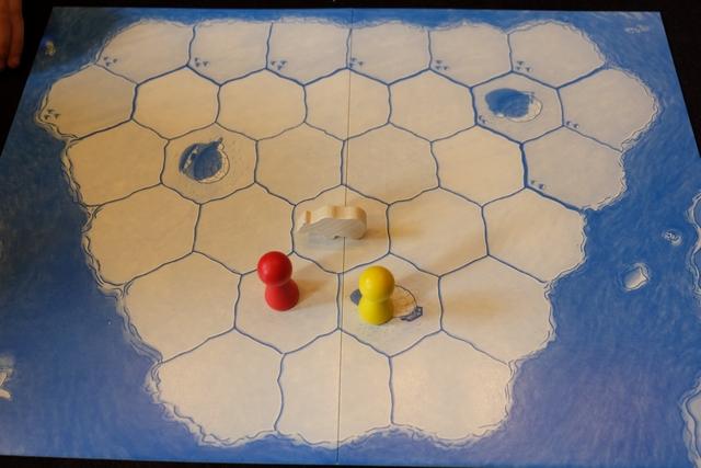 Allez, on recommence, mais cette fois c'est moi qui joue l'ours. Evidemment, Tristan ne peut s'empêcher de dire que je vais voir comme c'est dur de jouer l'ours ! Quel comique ce fils...