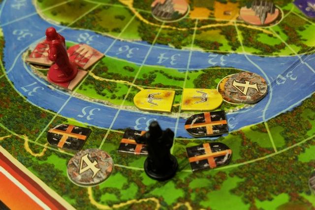 Mon duché s'étend au-delà du Rhin, ayant réussi à annexer celui de la joueuse jaune : le mien comptait 4 chevaliers et le sien 2. Elle a cependant empoché les PV lié à son duché avant de le quitter : 1 PV pour le duc (qu'elle avait) + 4 PV pour la ville = 5 PV. A noter qu'en fin de partie les ducs vaudront 5 PV au lieu d'un seul...