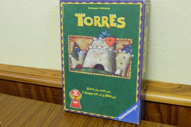 Oh oh oh la belle boiboîte !!! Il faut dire que je l'aime mon Torres, dont l'illustration a servi de modèle pour notre logo des Ludophiles...
