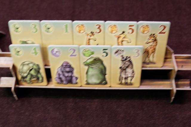 Voici mon arche, beaucoup moins lucrative, et bien floue (désolé pour le manque de qualité de cette photo). J'empoche donc 15 PV pour les 3 girafes, 15 PV pour les 3 tortues, 2 PV pour le gorille, 5 PV pour le crocodile et 3 PV pour le zèbre.