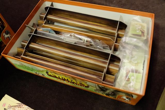 Et pour finir, suite à la photo du début du compte-rendu, voici à quoi ressemble la boîte une fois celle-ci rangée : elle déborde presque ! Comme quoi... ;-)
