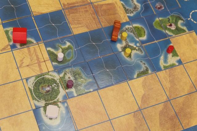Grâce à cette toute première île que je clos, je vais pouvoir aller placer deux éclaireurs sur les chemins. Très utile, quand même, de savoir quels jetons vont s'y trouver...