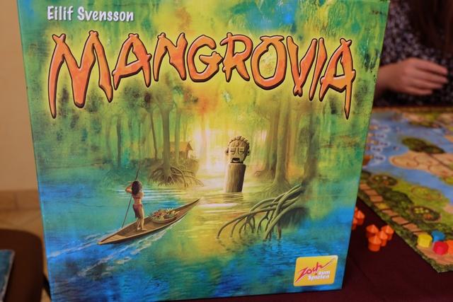 Mangrovia, sorti pour Essen 2014 et distribué en 2015 par Gigamic, est un jeu light, c'est clair, mais dont les mécanismes sont des plus classiques et représentatifs des joueurs pour gros joueurs : placement, majorité, gestion de main de cartes, ...