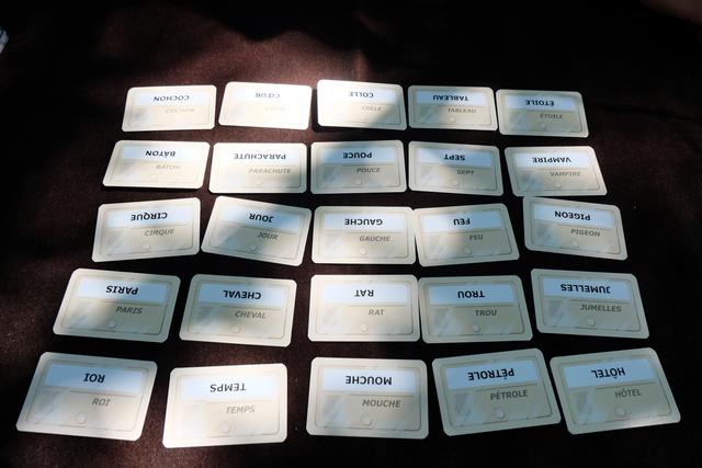 Les équipes, aujourd'hui, sont Tristan + Julie (en rouge) contre Maitena + moi-même (en bleu). Voici la première disposition sur les 4 que comptera cette partie...