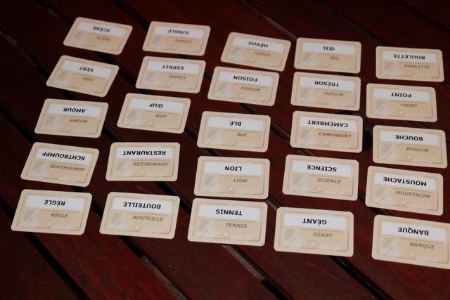 Voici les cartes en place pour la dernière manche, lors de laquelle Maitena ne fera pas dans la dentelle... Observez bien les cartes en lien avec les couleurs...
