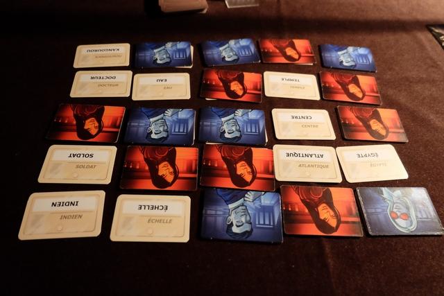 Mais ce ne sont pas les bleus qui gagnent la manche !!! En effet, Maitena et moi réussissons à trouver nos 8 espions contre 7 à l'autre équipe...
