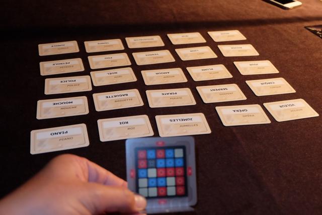 Pour finir, je joue le maître-espion et vais tenter de faire découvrir les cases rouges à Tristan.