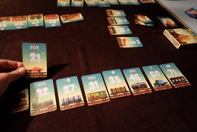Avec cet ultime remplacement de cartes, je crois pouvoir dire que je gagne la seconde partie... ;-)