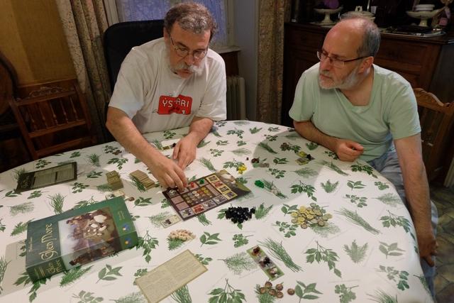 François joue le pion blanc, Jacques le rouge. Ce sont des (quasi) experts du jeu : je vais souffrir ! ;-)