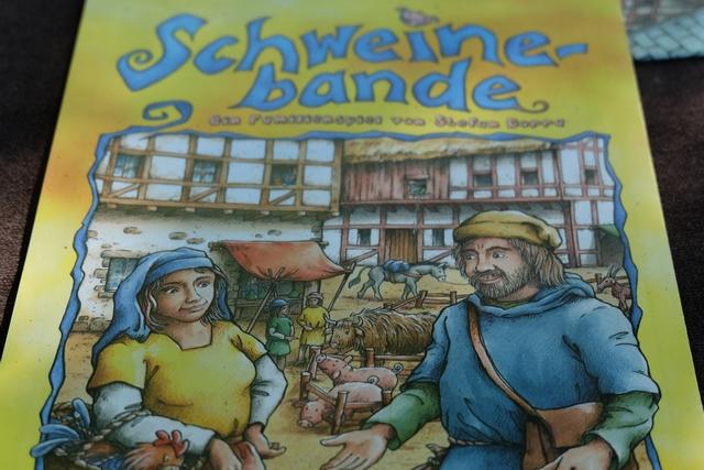 Schweinebande est un jeu que j'avais acquis pour 5 euros à Essen il y a quelques années et qu'on n'avait joué qu'une fois et, pourtant, je l'avais trouvé bien sympathique...
