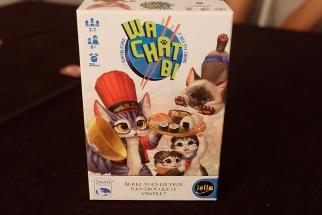 Voici donc sur la table, en fin de soirée, l'un des Minigames Iello que je n'avais pas encore essayé. Le thème, plus que loufoque, est celui de chat voulant manger des sushis sans faire d'indigestion ! Non ? Si, si...
