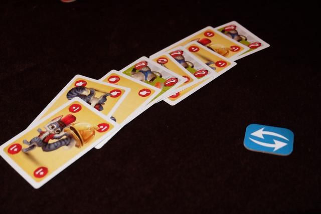 Alors qu'on était dans des plats de valeur 7, les cartes d'action ont succédé aux cartes d'action. Je plains celui qui va piocher à un moment donné puisque, dans la pioche, figure une carte d'indigestion laquelle fait empocher un jeton au joueur. A trois jetons sur le même joueur, la partie s'achève.