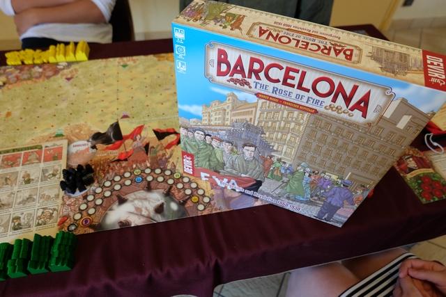 Le jeu est installé, prêt à nous vous voir nous affronter pour la mise en place d'un plan urbain réfléchi pour la cité de Barcelone en deuxième moitié du XIXème siècle, pour accueillir les nombreux immigrés qui veulent s'y installer...