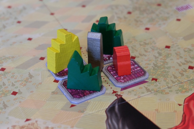 Le premier bloc est terminé par Tristan, après qu'Angélique et moi l'avons entamé. C'est seulement à ce moment-là qu'on va marquer nos premiers points de prestige, à savoir 1 pour Tristan et Angélique (présents dans le bloc) et 2 pour moi (présent + majoritaire en toits).