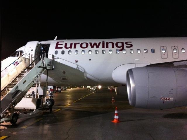 Voici notre avion pour nous rendre à Essen (enfin Düsseldorf) et je vais vous prouver qu'on peut jouer dedans ! Bon, certes, pas à Age of Steam... ;-)