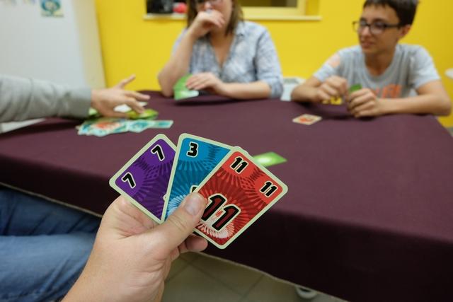 Ma main de cartes restantes : comment combiner celles-ci ? Très difficile à dire mais je maîtrise plutôt pas mal le jeu finalement...