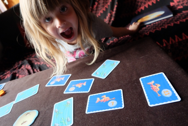 Une chance insolente !!! Elle empoche quatre poissons rouges dans le même tour...