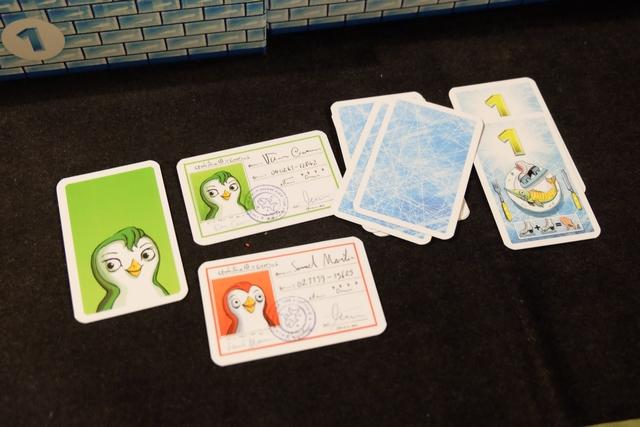 Je suis le roi des surveillants, non ? C'est moi qui ai clôturé la manche après avoir récupéré les deux cartes d'identité des autres pingouins sacripants...