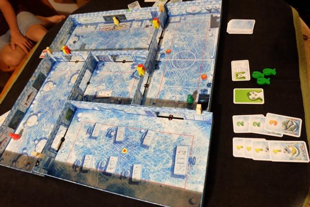Fin de la troisième et dernière partie, avec pour la seconde fois, un rush sur mes poissons en alignant deux séries de cartes 1 pour rejouer deux fois et récupérer mes 3 poissons d'affilée. Thibault en couine encore... ;-)