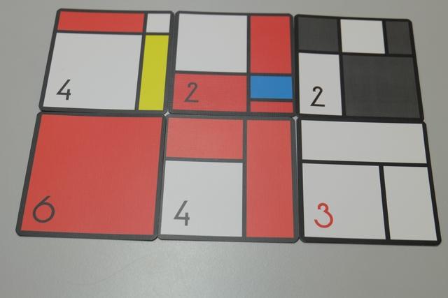 Et mon œuvre, très rougeoyante... Pour le calcul des points, on additionne la valeur de nos cartes et le joueur avec le plus de rectangles d'une couleur empoche un bonus, qu'on décide de partager en cas d'égalité (pas d'indication dans la règle)...